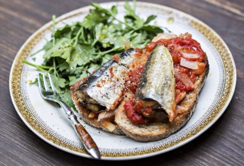 Oven roasted sardines on sourdough toast jack monroe for Sardine lunch ideas